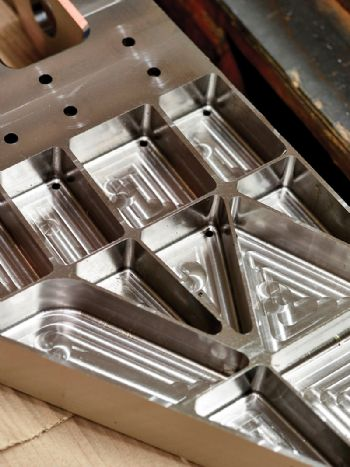 Machining aerospace components