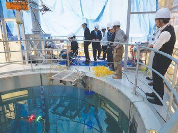 Testing Avexis — a submersible robot