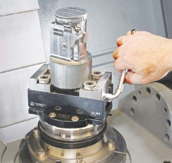 Five-axis vice holds cylindrical parts