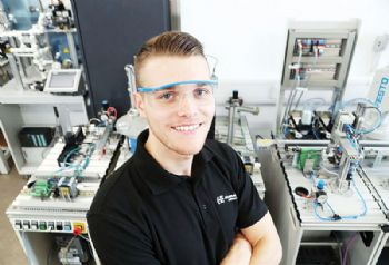 Former HydraForce apprentice wins award