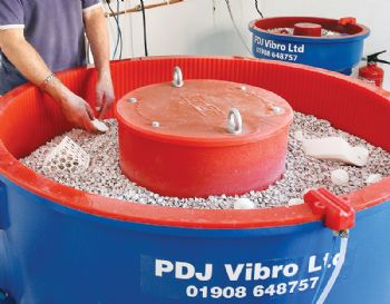 Vibratory-finishing on the PDJ Vibro stand