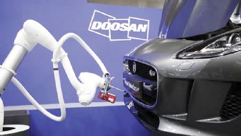 Collaborative robots on show at Automechanika