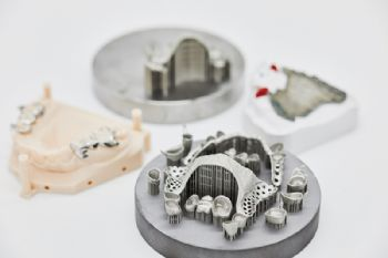 3-D printer manufactures dentures overnight