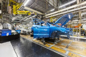 UK car output falls as industry targets FTA