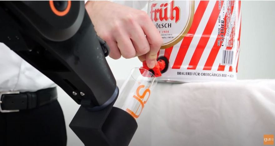 Igus robot pours the perfect pint