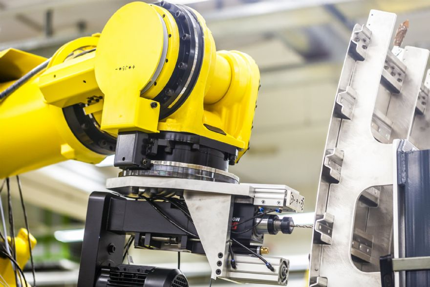 High payload six-axis robot range extended