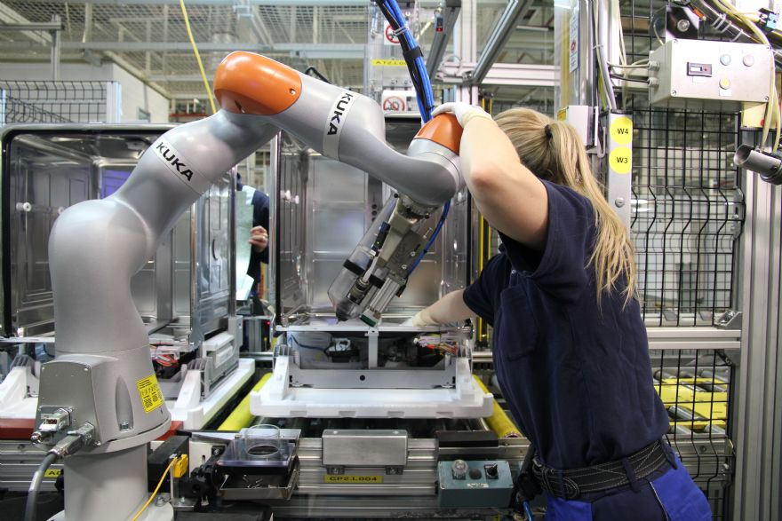 Record 21,700 robots In UK factories – IFR reports