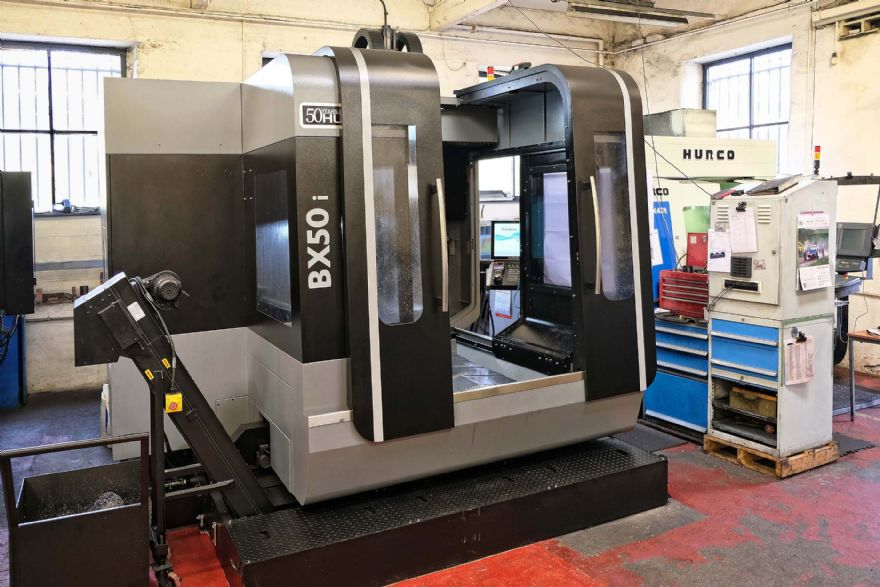 Bridge-type machining centre for larger moulds
