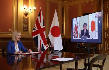 UK and Japan sign landmark free trade deal