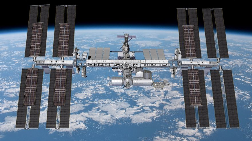 Boeing to provide six more solar arrays for ISS