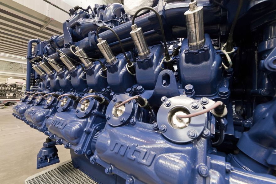 Rolls-Royce supplies MTU gas engines for world's first hybrid LNG tugboat