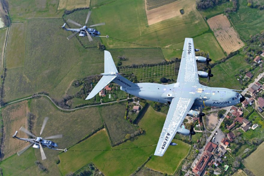 Airbus A400M undertakes helicopter-refuelling certification campaign